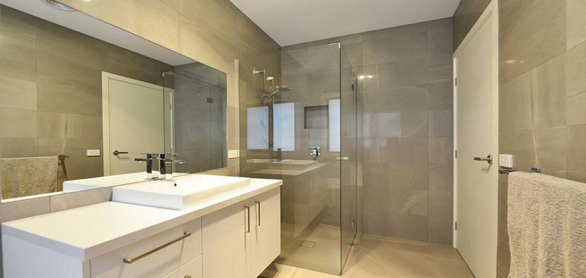 How to Use Your Frameless Glass Showerscreens Safely