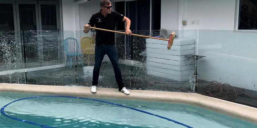 Top Tips For Maintaining A Sparkly Clean Pool Fence